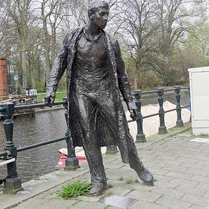 the figure near the park