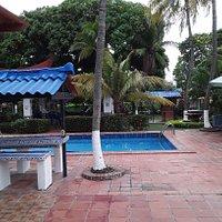 Área verde, refrescante,la Comida súper rica,un lugar para pasar en familia! pasadia en la piscina todos incluidos
