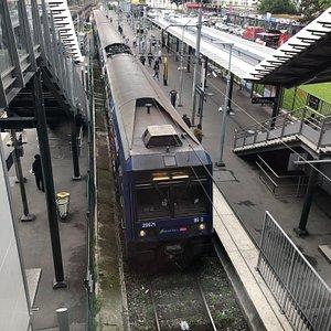 Arrivée en gare de Garges-Sarcelles du RER D, direction Goussainvile