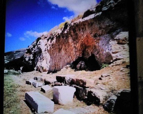 Door afbrokkelende rotsen gesloten