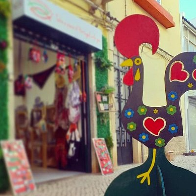 The Rooster is here! Come check it out! Take a photo, tag @2sardinhas ! ❤😘 O Galo famoso chegou à nossa rua!!! #galodebarcelos #galo #rooster #souvenirshop #selfie