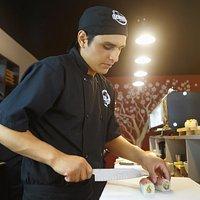 El mejor servicio y makis disponibles en en OCK  Sushi Bar. La barra libre incluye Yakimeshi + 1 gaseosa o maracuyá/chicha ilimitado + makis / makis postres ilimitados Hoy lunes la barra libre está S/. 39 y los demás días S/. 45