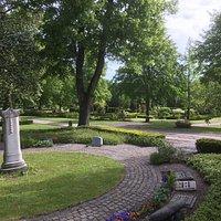 Nydelig park rett ved Kunsten. En av de vakreste kirkegårder i Europa