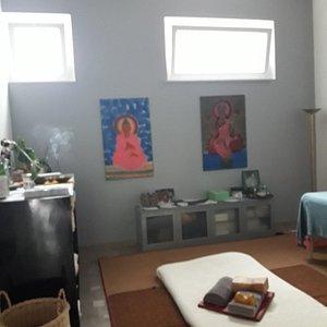 Uno spazio dedicato al benessere e alla crescita personale. Percorsi olistici personalizzati ayurthai, incontri, corsi, esperienze.