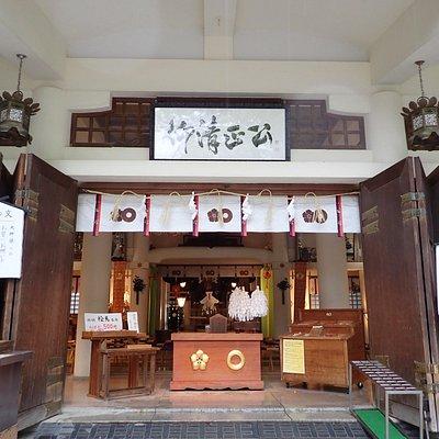加藤神社の拝殿。明治4年の創設で比較的新しいです。