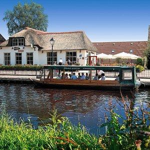 Restaurant & guided boattrips