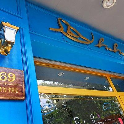 Bubu Cafe and Souvenir. Good Quality - Good Price - Good People. Located in 169 Tran Phu st, Da Nang. Opposite Pink Church.  다낭 부부샵 특별한 기념품 좋은 품질, 좋은 가격, 좋은 사람 주소: 169 Tran Phu길, 다낭. 핑크성당 바로앞에 있음