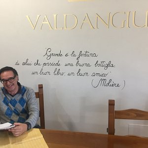 Ecco la scritta di monito agli avventori della Cantina Valdangianus ....