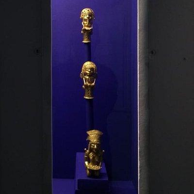 Cabezas de bastón de mando, en bronce