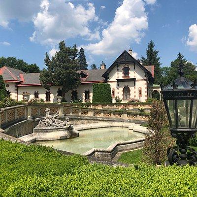 Hermesvilla - fountain in the garden