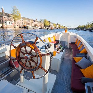 Come and join us on one of our luxury canal tours!