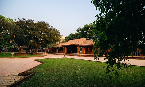 picturesque view of the museum entrance