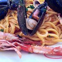 """Chalet ristorante """"Filippo"""" a civitanova marche. bel mare e sabbia finissima, cibo niente male , cortesia e simpatia (soprattutto Giulia che è dolcissima!). Cosa volere di più ? !"""