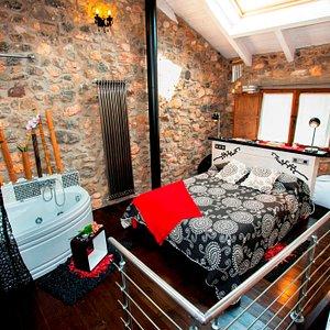 Apartamento Sentidos con jacuzzi en el dormitorio, salon-cocina y baño completo, jardin