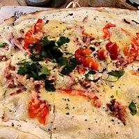 Vue sur la flammeküche aux tomates