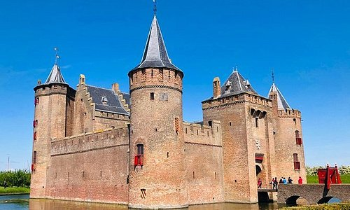 Amsterdam Muiderslot Castle - Private tour (min 4 - max 7) - Incl. pick up