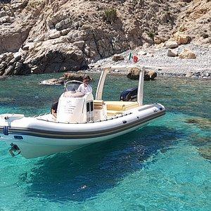Noleggio maxi-gommone con conducente(skipper)