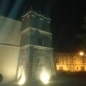 Finalmente è illuminata la torre che porta il nome del paese