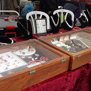 Antique jewelry at Rtroshalaim antique market