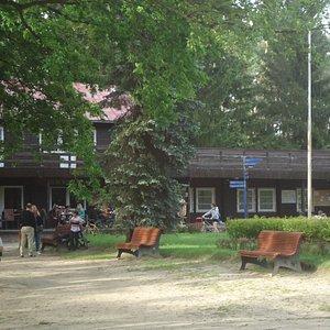 Stara drewniana kawiarenka na terenie Parku Kultury.