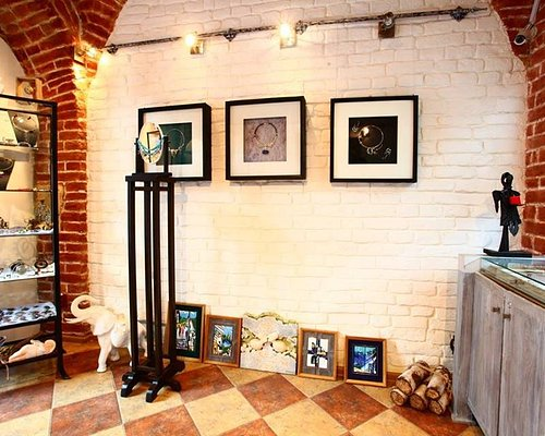 Melanka Art Gallery is in the heart of the Lviv. It presets contemporary art of Lviv and Ukraine. We wors as an exhibition of sales. You can find here modern paintings, graphics, sculpture, enamels and ceramics. We also present modern jewelry art and small plastic.