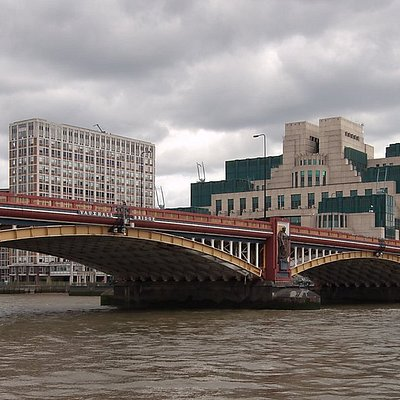 Вид на мост от набережной
