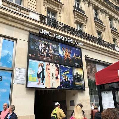 Programmation de l'UGC George V, côté 146 avenue des Champs-Élysées, Paris 8ème