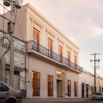 Lagalá 56:426  Galería de arte, restaurante, boutique, terraza, workroom.