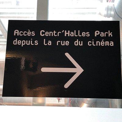 Panneau à la Porte du Jour indiquant la direction vers le Centr'Halles Park du Forum des Halles