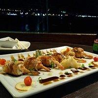 O Pier Sushi dispõe da refinada culinária japonesa, feita pelas habilidosas mãos de nossos sushimans. Todos os elementos para o romantismo e bem estar.
