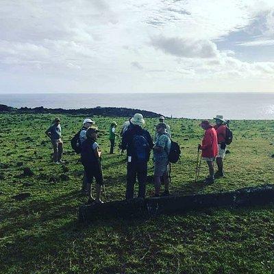 Excursión Ahu tepeu. Instagram / @turimo_maohi Facebook/ @turismomaohi www.maohi.cl
