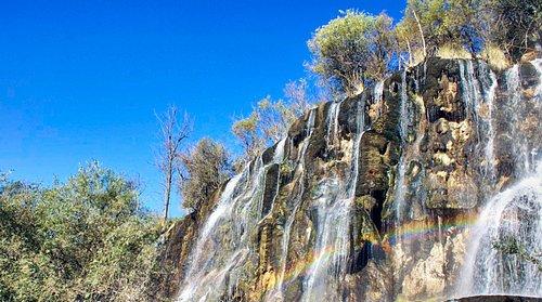 Сари Хосор, ВОДОПАД- Таджикистан, Бальджуван  Один из уникальных мест в Таджикистане, дар природы это заповедник Сари Хосор; Водопад Сари Хосора имеет восхитительную красоту и мифическое происхождение, которая привлекает масс международных и местных туристов каждый год в летнее время года.