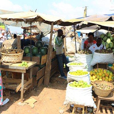 LE MARCHE ARTISANAL A KAMPALA Visitez Kampala avant votre safari en OUGANDA ! https://youtu.be/leMzfG7PohE VOTRE PROGRAMME PERSONNALISE  DE VISITE  DE L'OUGANDA SUR DEMANDE AUTOURDUMONDE2023@GMAIL.COM   SUIVEZ NOUS SUR FACEBOOK @PHILVERH https://www.facebook.com/philverh/?modal=admin_todo_tour