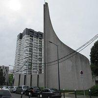 L'église et sa flèche