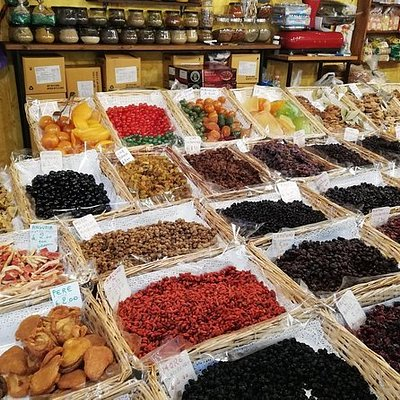 A FOOD TOUR EXPERIENCE AT THE MARKET