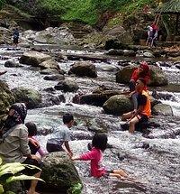 Air terjun kalibendo dan aliran sungainya nyaman sekali utk mengajak keluarga berwisata,  air jernih dan udara segar pegunungan