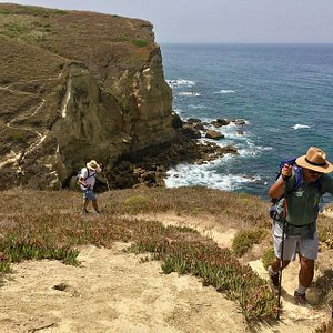 Trekking along the West coast line with professional hikers (16kms), amazing hiking tour from Lisbon with impressive views for the Ocean and the opportunity to discover the most hidden beaches with natural pools at every turn. This activity begins in Bicas beach and end in the famous footprints of dinosaurs.