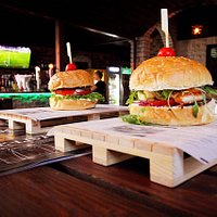 Beer Pub&Burger House-Uvik Kontra