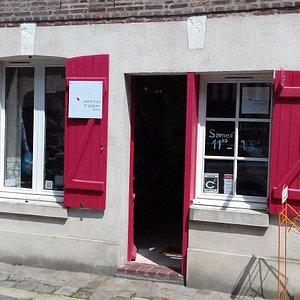 Galerie Entre tissu et papier,ancienne maison de pêcheur Honfleurais.