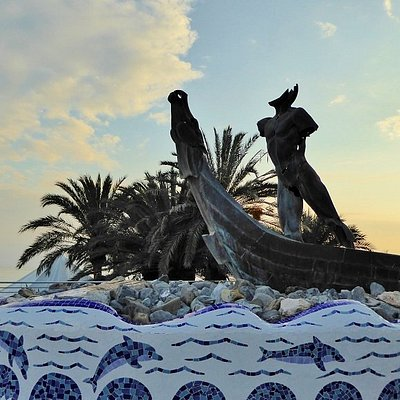 Monument to Phoenicians on Paseo del Altillo