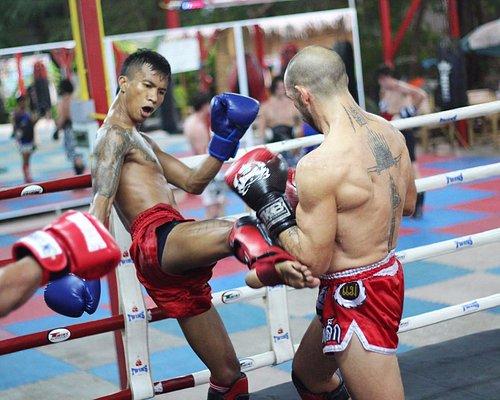 Pro fighter Kem sparring with Kru Golf