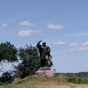 Памятник Бояну