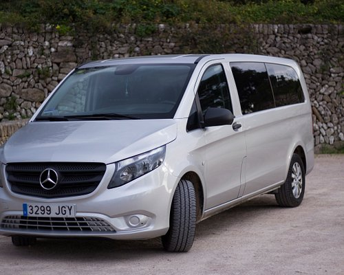 This minivan is perfect for small groups up to seven passengers. They are equipped with extremely comfortable seats and dyed glasses to keep your privacy intact.