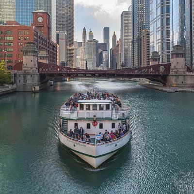Chicago's Leading Lady heading westbound