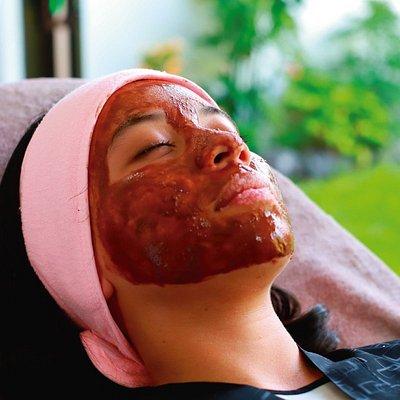 Mascarillas faciales naturales, incluyen: contorno de ojos, exfoliante de labios, mascarilla, agua de rosas, crema hidratante.   Ideal para recuperar tu piel luego de la playa: mascarilla de chocoalte