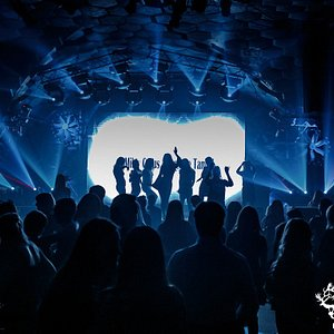 Акакао Live Music Club  работает в режиме ночного клуба, бара и концертной  площадки.