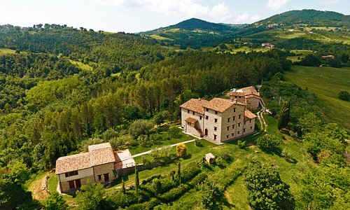 Een luchtfoto van Borgo Castello Panicaglia.
