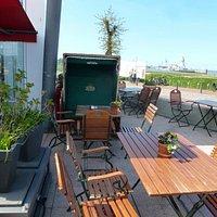 """Der Aussenbereich vom Cafe - Restaurant """" Am Pier """""""