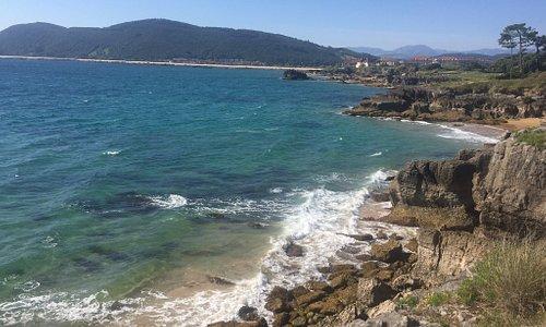 De tres belles plages propres une eau transparente mais pas plus de 15 degrés fin juin c est dommage car du coup on apprécie moyennement d autant que le temps n à été vraiment ensoleillé que deux jours sur une semaine mais très belles promenades