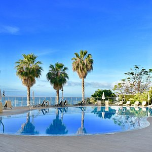 EXTERIOR SEAFRONT POOL